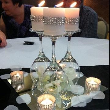 centros de mesa con candelabros con copas