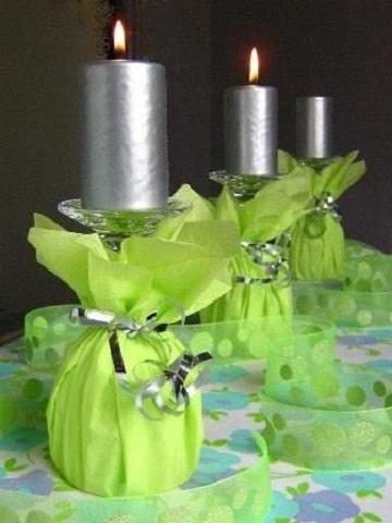 centros de mesa con copas y velas para cumpleaños