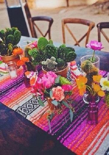 centros de mesa de colores y cactus