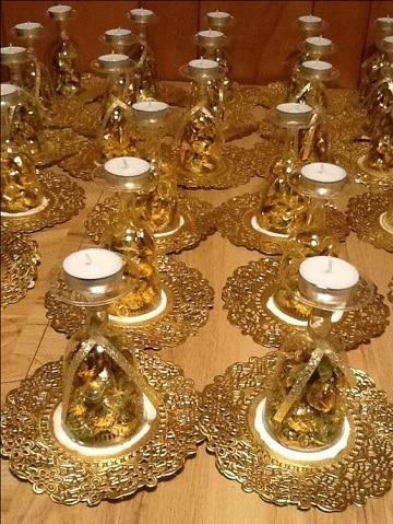 centros de mesa dorados con copas