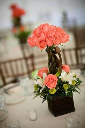 centros de mesa naturales con rosas