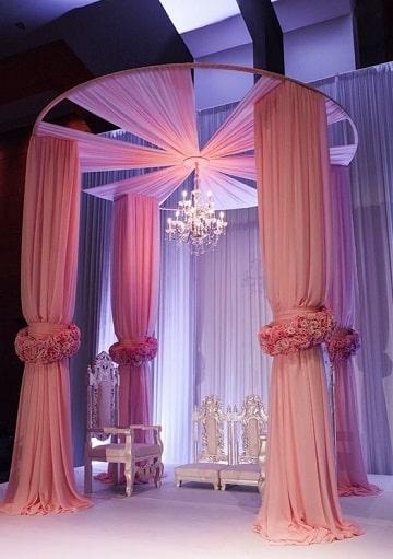 Una gran y elegante decoracion de salones con telas for Salones decorados para 15