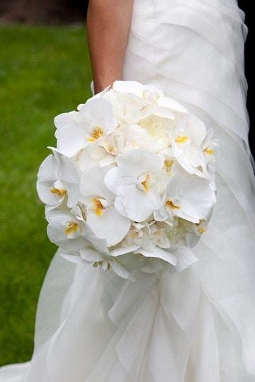 ramos de rosas para novias blanco