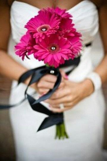 ramos de rosas para novias coloridos