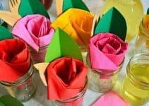 Curiosos adornos de rosas con servilletas de papel