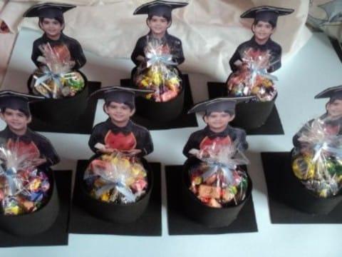 adornos para graduacion de kinder con caramelos
