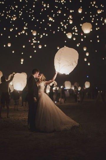 boda en la playa de noche con linternas