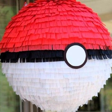 como decorar una piñata de globo de pokemon