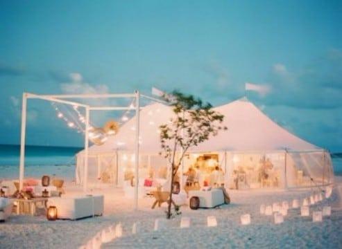 como organizar una boda en la playa delicada