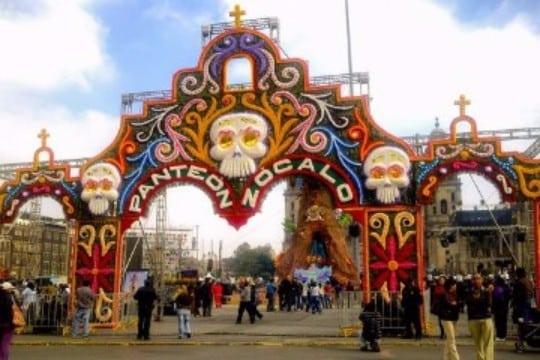 como se festeja el dia de los muertos en mexico en los panteones