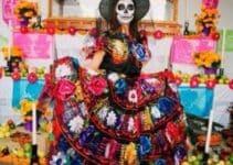 Muestra de como se festeja el dia de muertos en mexico