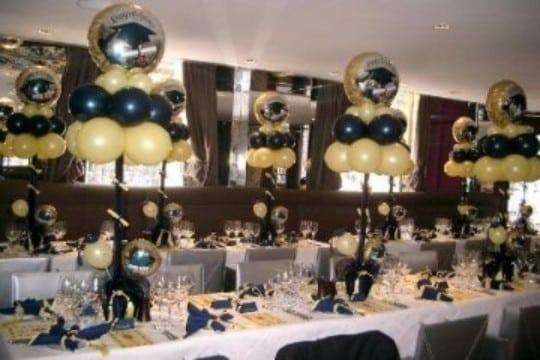 decoracion de globos para graduacion en dorado