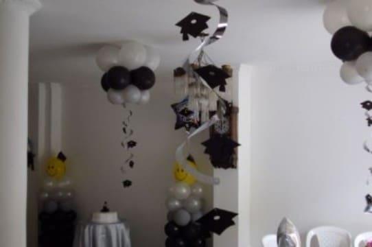 decoracion de globos para graduacion en negro