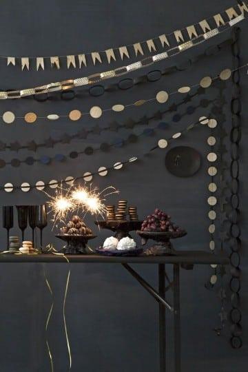decoracion fiesta fin de año en casa con mesa de dulces
