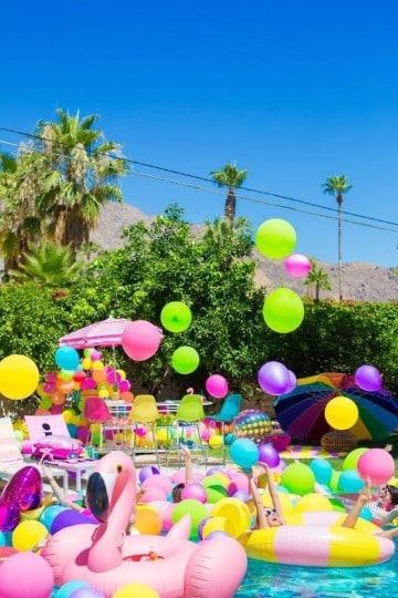 Una ideal decoracion fiesta hawaiana en piscina - Decoracion fiesta ibicenca casera ...