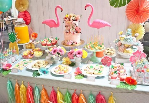decoracion hawaiana para 15 años con flamingos