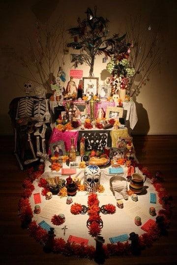 porque se celebra dia de muertos con altares