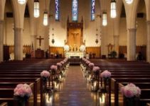 Bonitos arreglos de flores para boda en iglesia