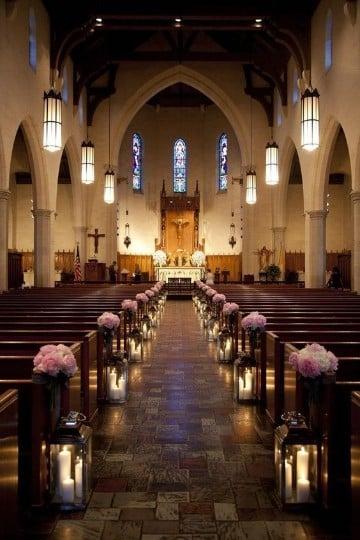 arreglos de flores para boda en iglesia rosa