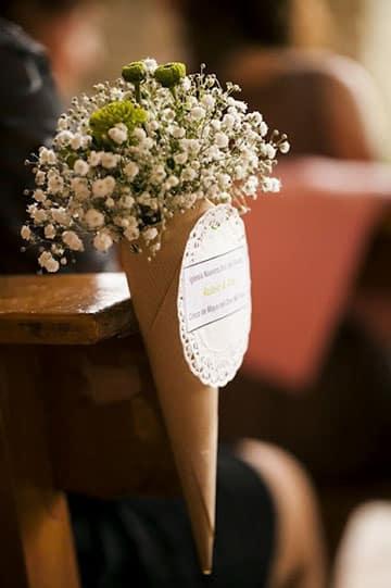 arreglos de iglesia para matrimonio en conos de papel