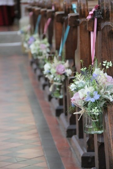 arreglos florales para iglesia xv años blanco