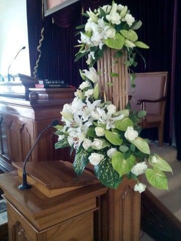 arreglos florales para iglesias cristianas cadeneta