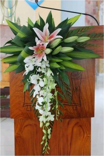 arreglos florales para iglesias cristianas cascada