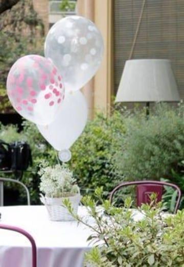 centros de mesa para presentacion de niña con globos