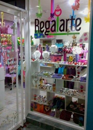 Ideas geniales sobre como decorar una tienda de regalos for Decorar regalos