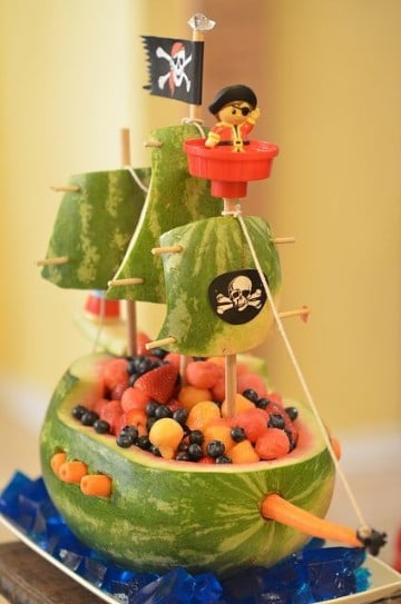 decoracion de frutas para eventos piratas