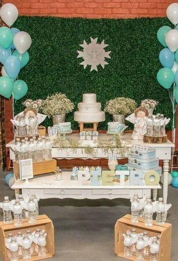 decoracion sencilla de bautismo mesa