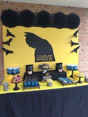 decoraciones de batman para fiestas infantiles con mesa