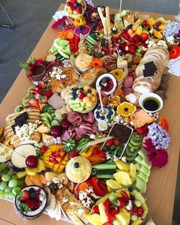 imagenes de mesas de frutas para fiestas con queso
