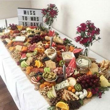 imagenes de mesas de frutas para fiestas grandes