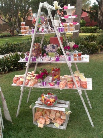 mesa de dulces para bautizo vintage pirmide