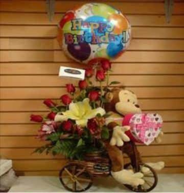 arreglo de flores con globos y peluche)