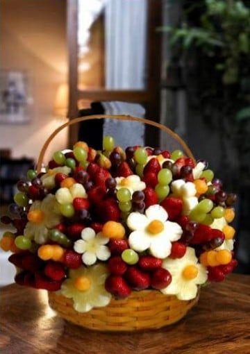 arreglos de frutas naturales en canasta