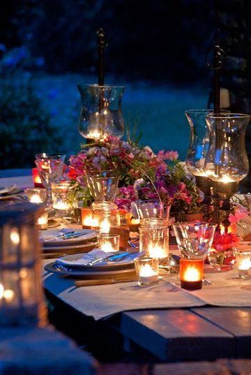 arreglos de mesa con velas al aire libre