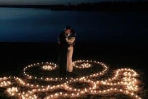 Ideas decorativas para bodas en la playa de noche