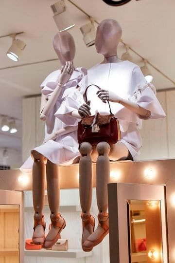 decoracion de tiendas de ropa modernas de mujer