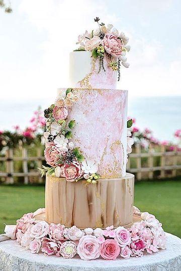 diseños de pasteles para boda con flores naturales