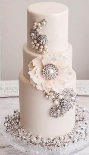 diseños de pasteles para boda con perlas