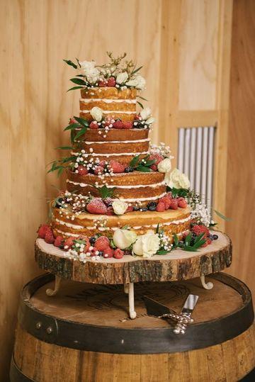 imagenes de pasteles de boda sencillos con frutas y flores