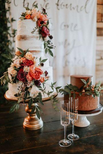 imagenes de pasteles de boda sencillos decorada flores naturales