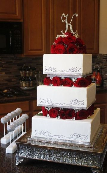 tortas para 15 años cuadradas rosas rojas