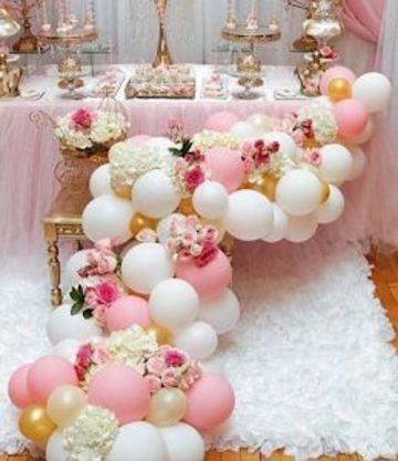 adornos de globos para cumpleaños con flores
