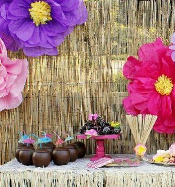 adornos hawaianos para fiesta con flores de papel