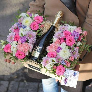 arreglos de flores de cumpleaños con champaña