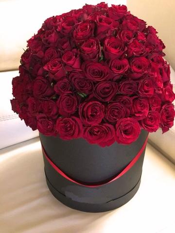 arreglos florales con rosas rojas moderno