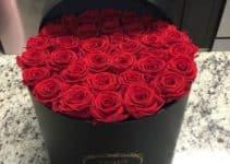 Distinguidos arreglos florales con rosas rojas